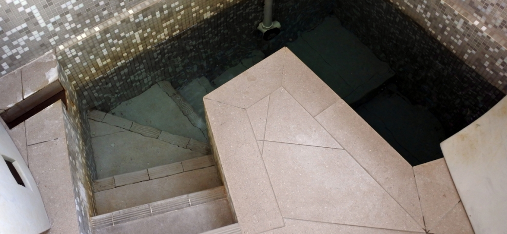 mikveh shown with steps going down into it